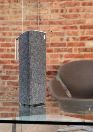 Libratone Live, on table