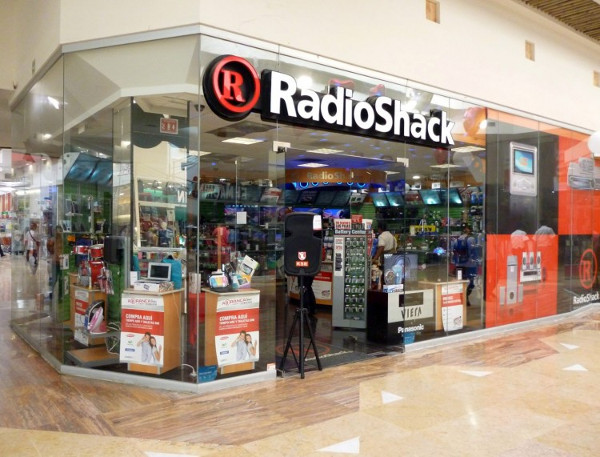 RadioShack Hangs On, Looks to Save a Few Stores