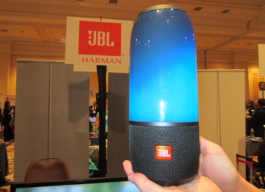 Jbl s pulse 3 mesmerizes with pretty lights sound vision for Housse jbl pulse 3