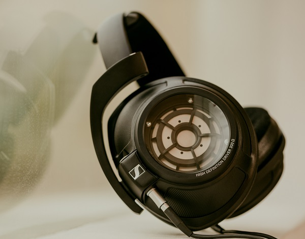 Sennheiser adds the Closed Back HD 820 to their Audiophile Lineup