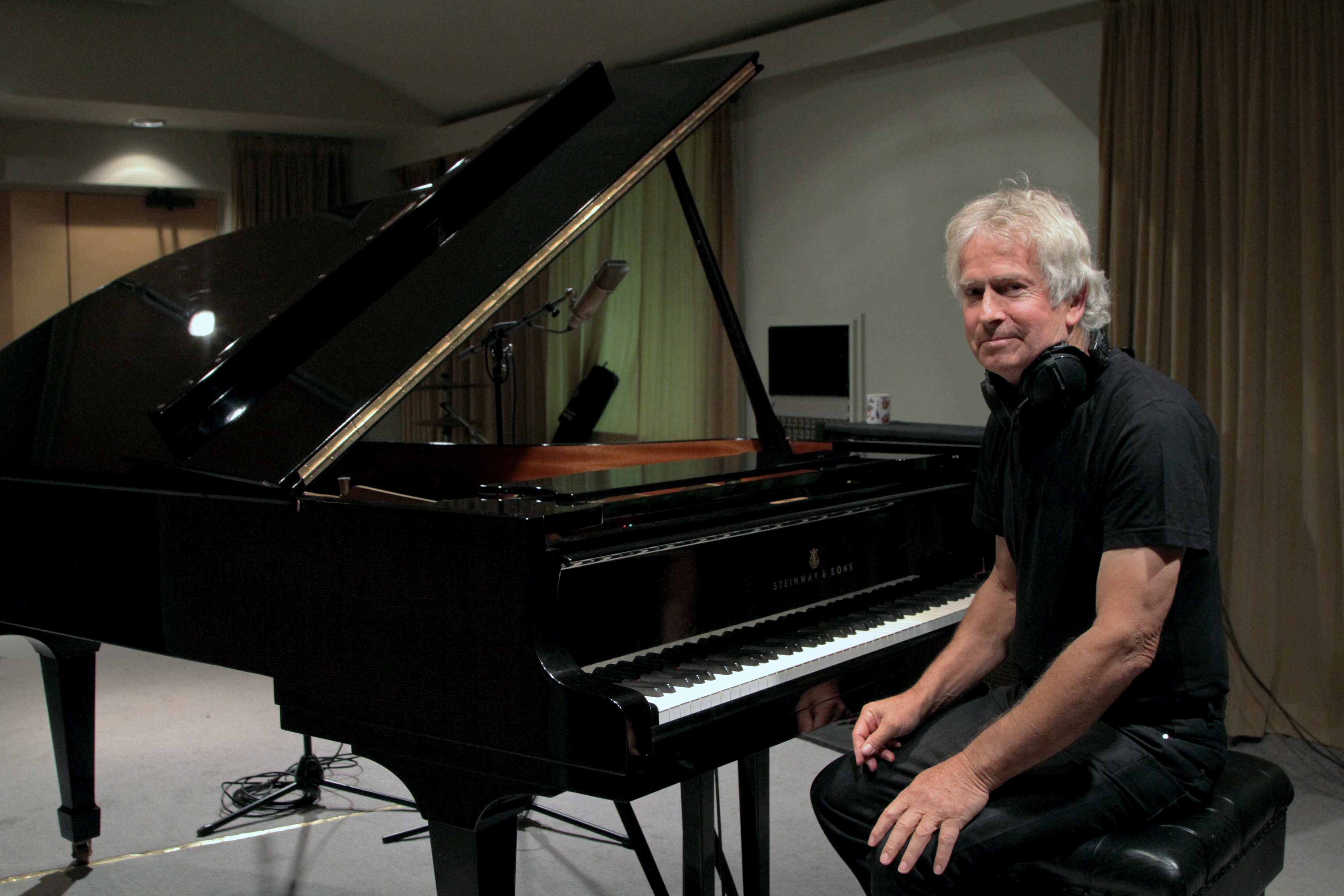 Keyboard Maestro Tony Banks Writes His Next Chapter