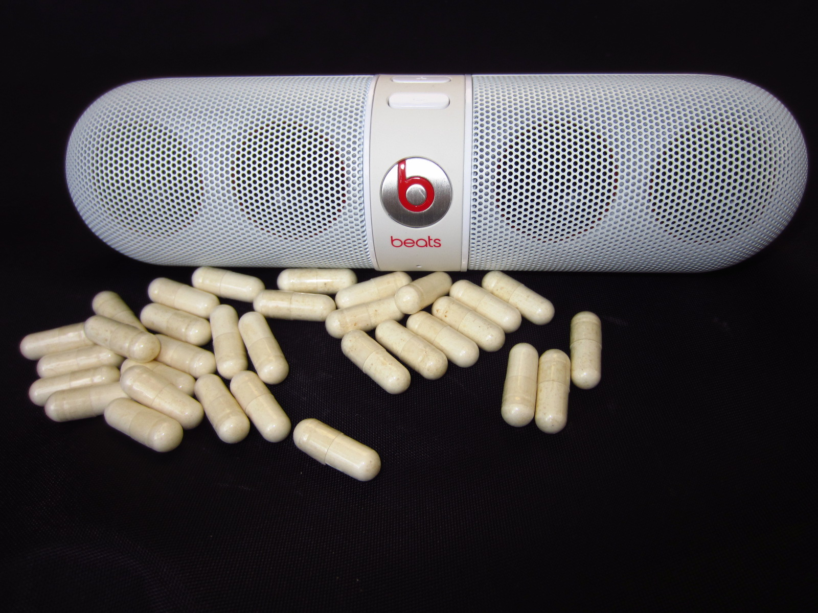 Review Beats By Dr Dre Pill Bluetooth Speaker Sound Vision Portable