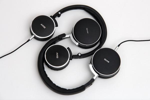 987e153eccd I love the form factor of on-ear, or