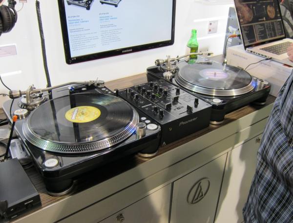 CES 2012: Audio-Technica AT-LP1240-USB Turntable | Sound